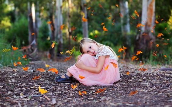 Fond d'écran Adorable, peu, girl, asseoir, terrestre, automne, feuilles