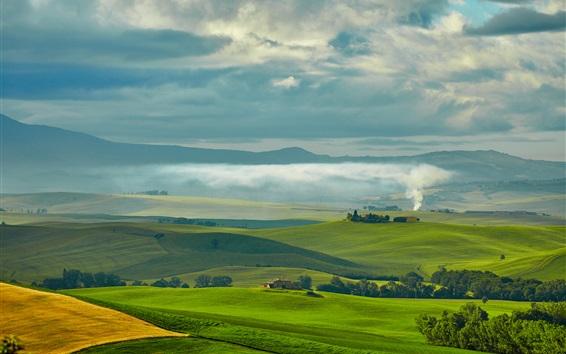 Fond d'écran Voyage à la Toscane, en Italie, les champs verts, les maisons, les arbres, la fumée, les nuages