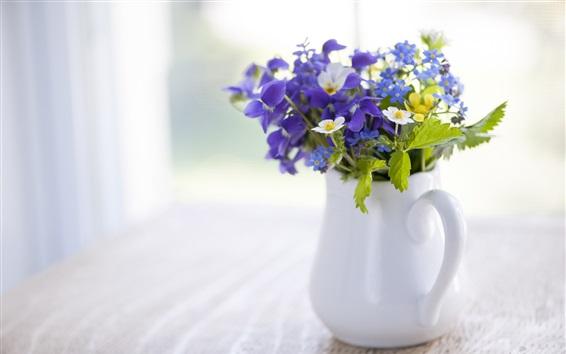 Fondos de pantalla Mesa de madera, flores, jarrón, iris