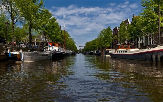 Fond d'écran Vue de la ville d'Amsterdam, rivière, bateaux, arbres, nuages