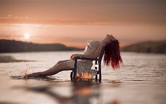 Fondos de pantalla Chica sentarse en la silla, el río, el agua