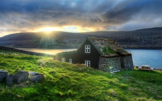 Fond d'écran Islande, hutte, herbe, côte, mer, rayons du soleil