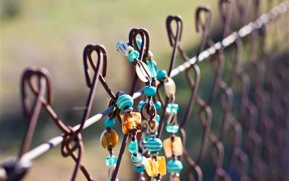 Fond d'écran Bijoux sur la clôture