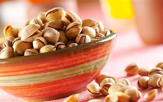 Fond d'écran Un bol de pistaches, noix