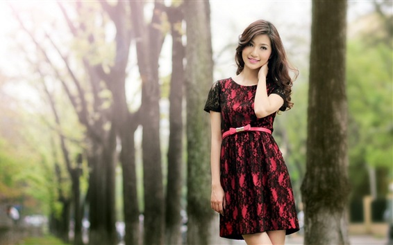 Papéis de Parede Sorriso menina asiática, saia, árvores