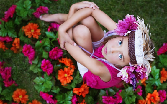 Wallpaper Blue eyes child girl look up, flowers