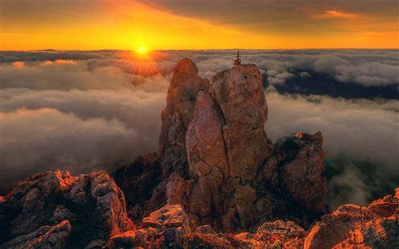Обои Крым, А.И.-Петри, скалистые горы, облака, восход солнца