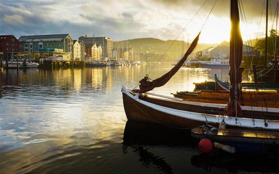 Fond d'écran Jetée, bateaux, rivière, ville, brouillard, matin