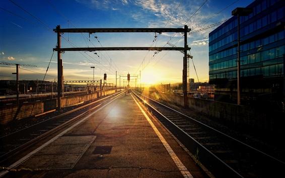 壁紙 鉄道駅、トラック、日没、グレア