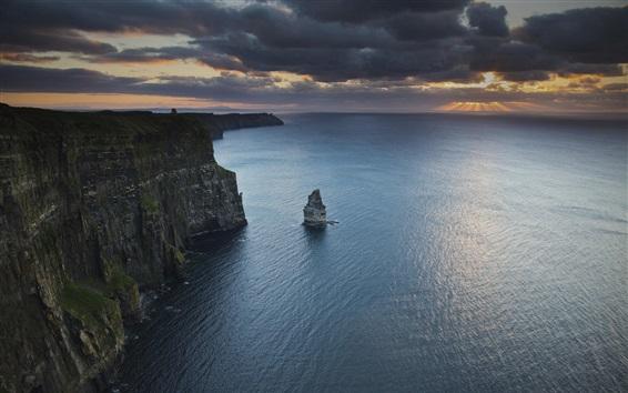 Обои Море, берег, скала, скалы, облака, сумерки