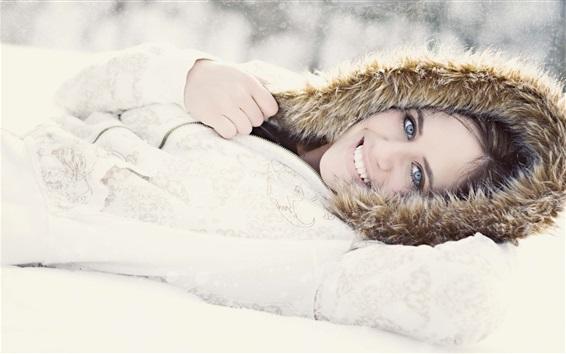 Fond d'écran Smile girl, hiver, neige, manteau