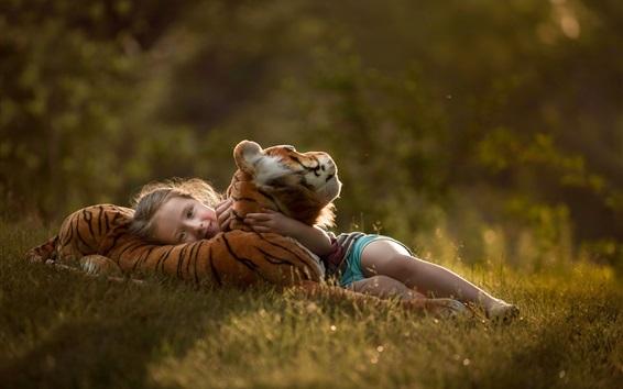 Обои Ребенок и тигренок