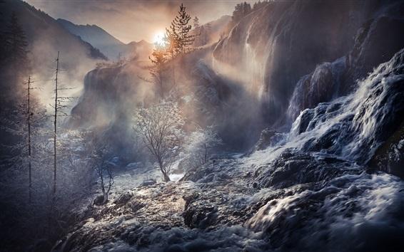 Fond d'écran Chine, magnifiques chutes d'eau, forêt, arbres, cours d'eau, montagnes, brouillard, lever du soleil