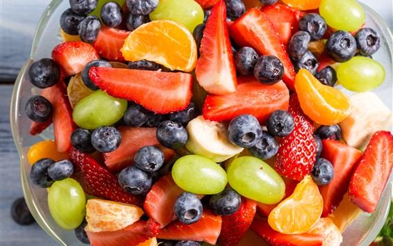 Обои Фруктовый салат, клубника, виноград, банан, голубика