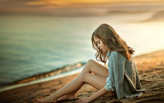 Wallpaper Girl sit on beach