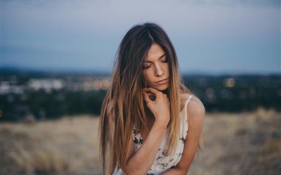 Hintergrundbilder Mädchen über etwas nachdenken