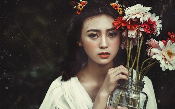 Обои Прекрасная азиатская девушка и цветы