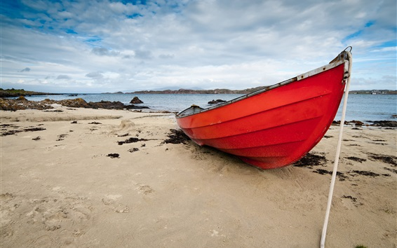 Обои Красная лодка, пляж