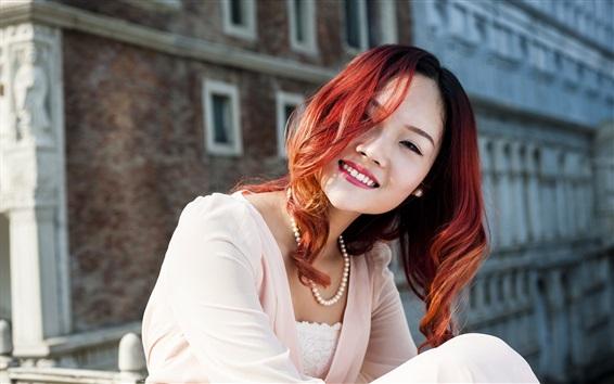 Обои Красные волосы улыбка азиатской девушки, драгоценности