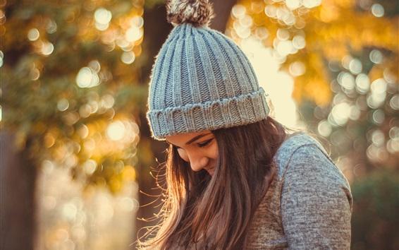 Fond d'écran Smile girl en automne, chapeau, éblouissement