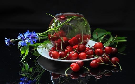 Fond d'écran Cerises fraîches, rouges, fruits, fleurs bleues