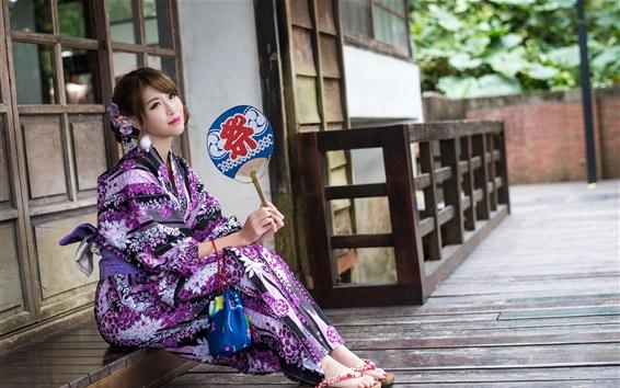 Fondos de pantalla Niña japonesa, kimono púrpura, sentarse