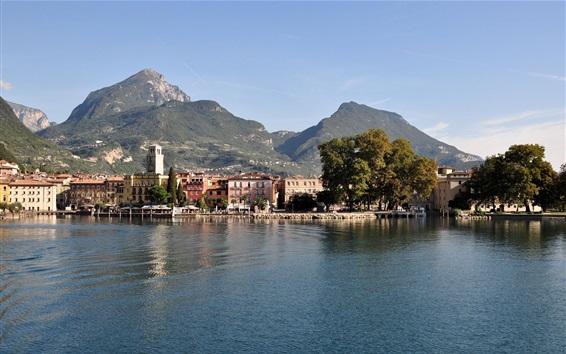 Fond d'écran Lac de Garde, Italie, montagnes, arbres, ville