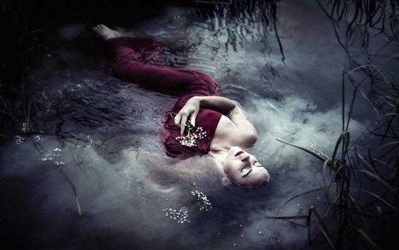 Papéis de Parede Red dress girl sleep in water