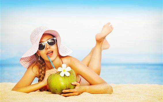 Fond d'écran Maillot de bain fille, plage, chapeau, boissons au coco