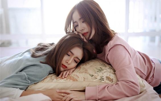 Fond d'écran Deux filles asiatiques dorment