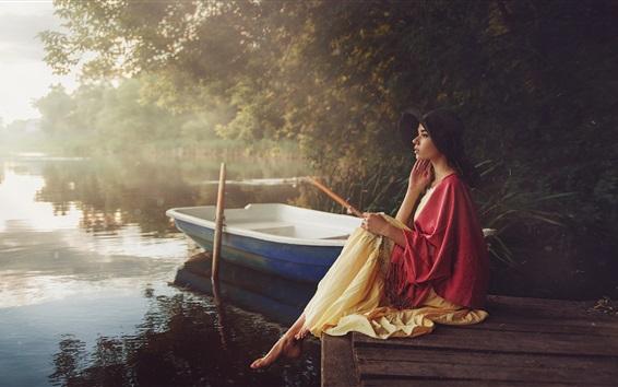壁紙 女の子、見て、桟橋、湖、ボート、朝、霧