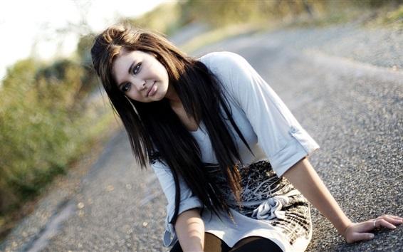 Обои Девушка сидит на дороге, рубашка, улыбается