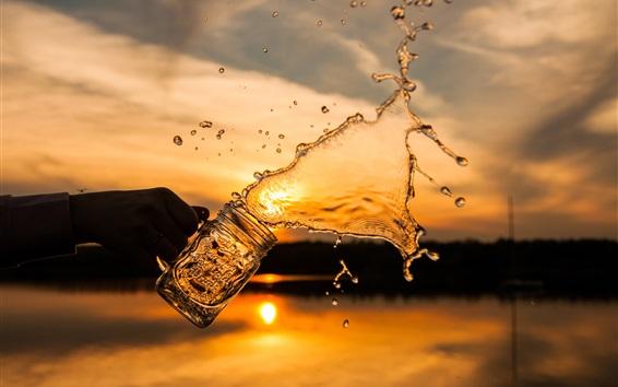 Обои Всплеск воды, стеклянная чашка, закат