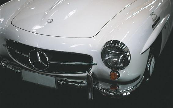 Обои Белый автомобиль Mercedes-Benz, вид спереди, огни