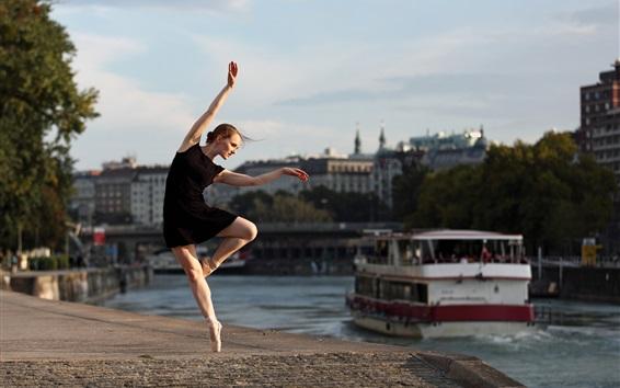 Обои Балерина, девушка с черной юбкой, танец, река, город
