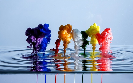 Обои Красивые акварельные краски в воде