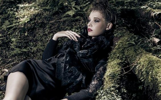 Papéis de Parede Menina de vestido preto, floresta