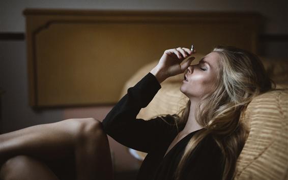 Fond d'écran Cigarette, fille, déçue