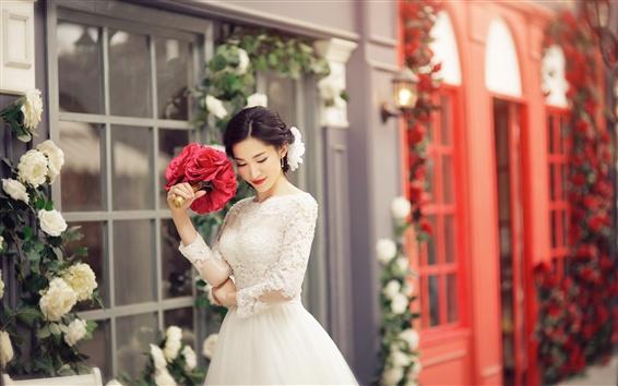 Обои Прекрасная невеста, красивое платье, цветы