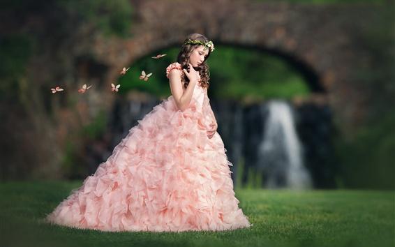 Fond d'écran Robe rose fille, enfant, herbe, papillon