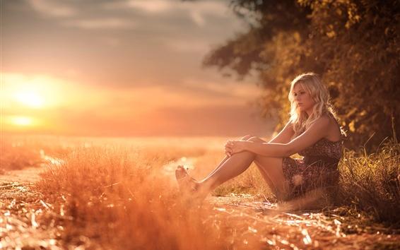 Papéis de Parede Verão, menina, pernas, grama, calor, luz do sol