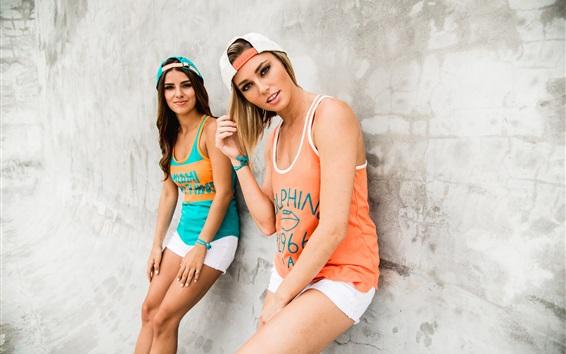 壁纸 两个女孩,运动服,年轻