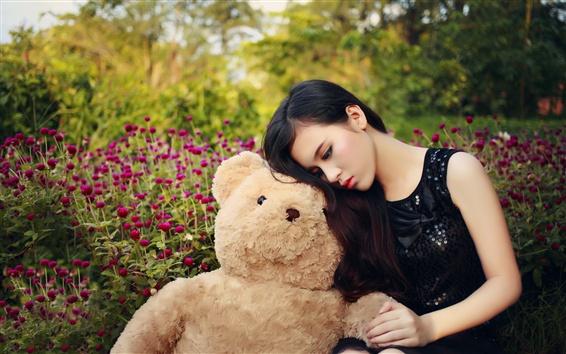 壁紙 アジアの女の子とテディベア、悲しみ