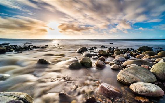 Fond d'écran Galets, mer, rivage, nuages, coucher de soleil
