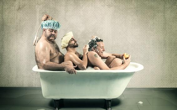 Fondos de pantalla Tres hombres toman baño