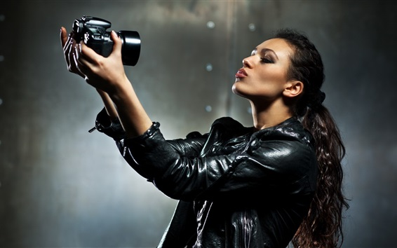 Wallpaper Asian girl use camera to photography