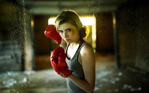 壁紙 ブロンドの女の子、ボクシング、手袋、雨