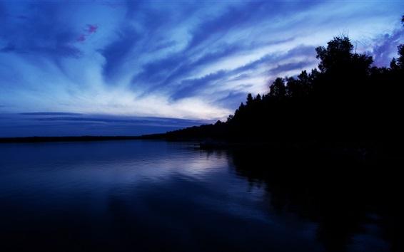 Papéis de Parede Anoitecer, mar, árvores, céu azul, nuvens