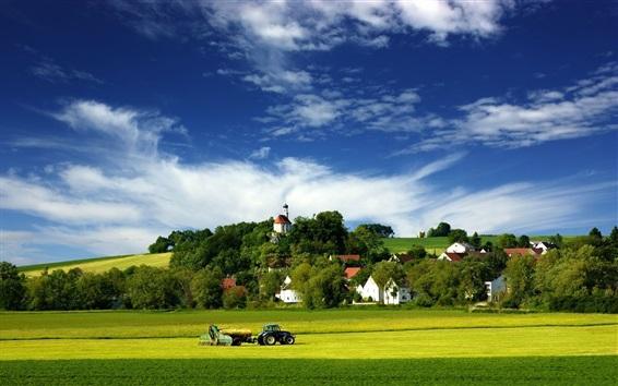 Papéis de Parede Fazenda, trator, casas, árvores, verde, céu azul, nuvens