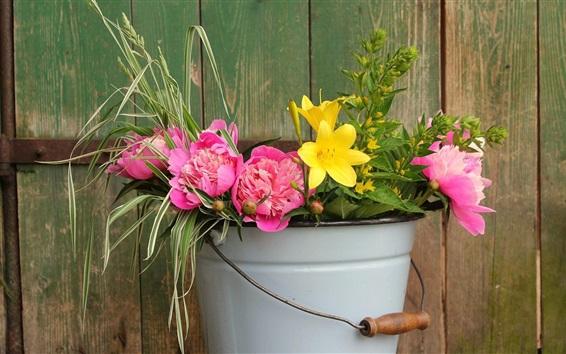 Fondos de pantalla Peonías rosas y lirios amarillos